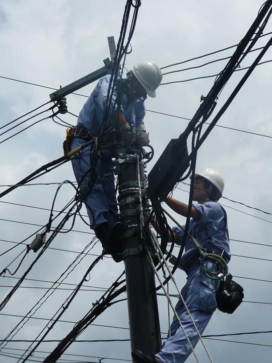monteur électricien